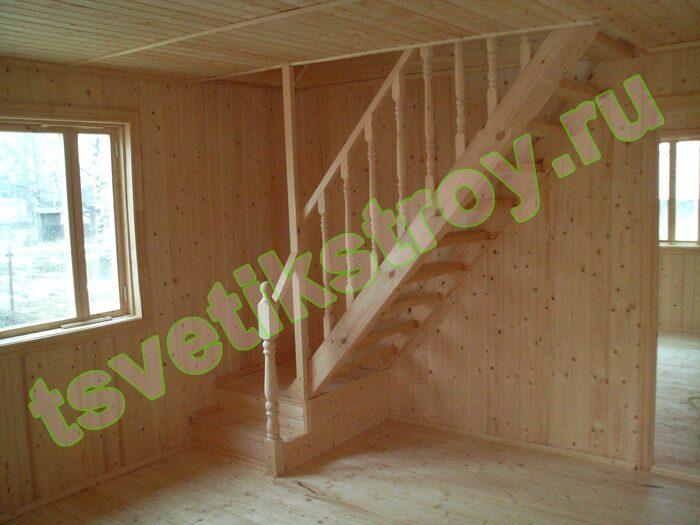 Лесенка в деревянном доме